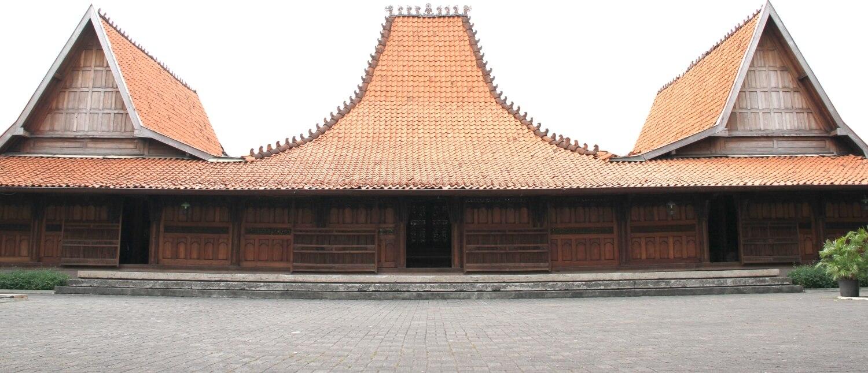 rumah kudus tampak depan