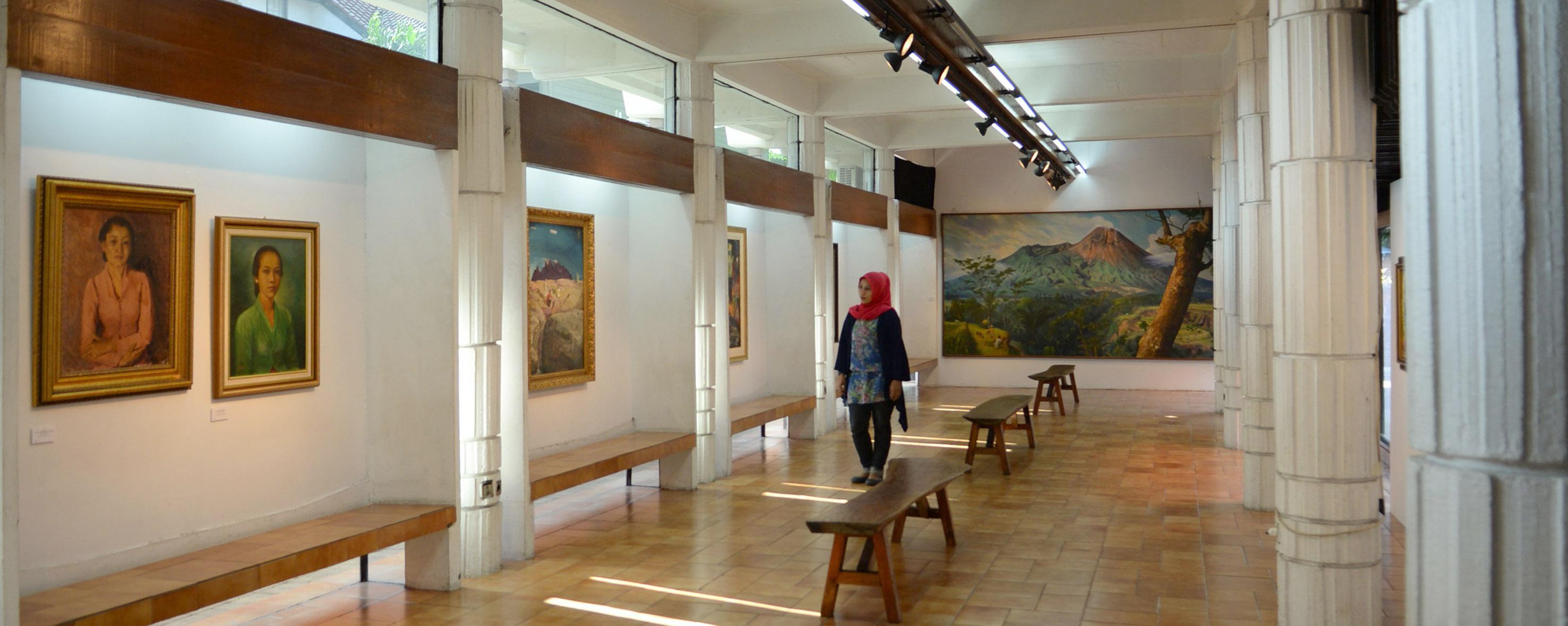Galeri Kiri Bawah